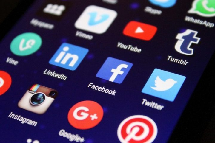 Being in social networks is an act that requires a lot of predisposition and willingness to serve