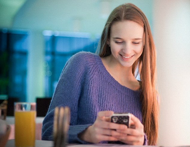 63% of online players via mobile are women